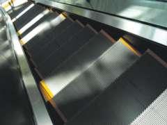 Accidents d'escalier mecanique dans Ascenseurs esacmeca